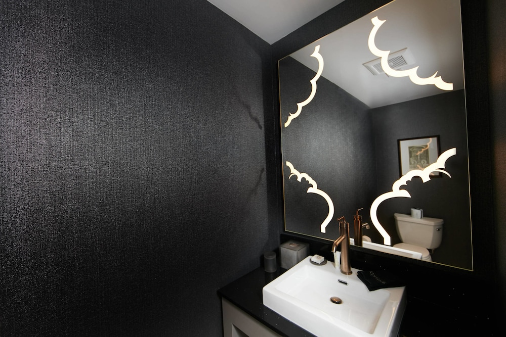 Bathroom, Elyton Hotel, Autograph Collection by Marriott
