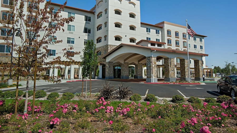Oxford Suites Sonoma County
