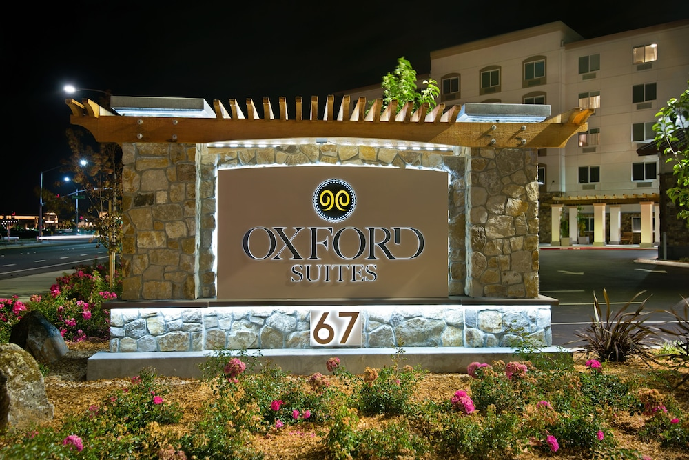 Front of Property, Oxford Suites Sonoma County
