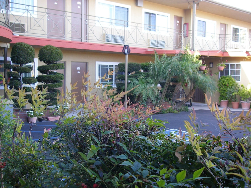 Fullerton lodge deals reviews orange county - Maison d architecte orange county californie ...