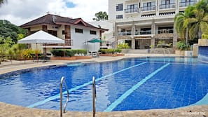 3 outdoor pools, open 7:00 AM to 8:00 PM, pool umbrellas, pool loungers