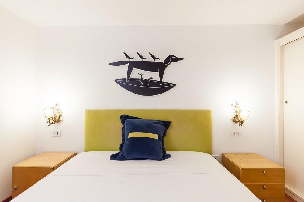 Apartment chiaia bh 32 napoli italia for Piani appartamento 1 camera da letto