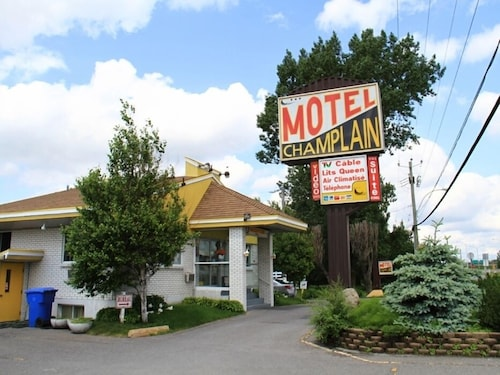 Check Expedia for Availability of Motel Champlain