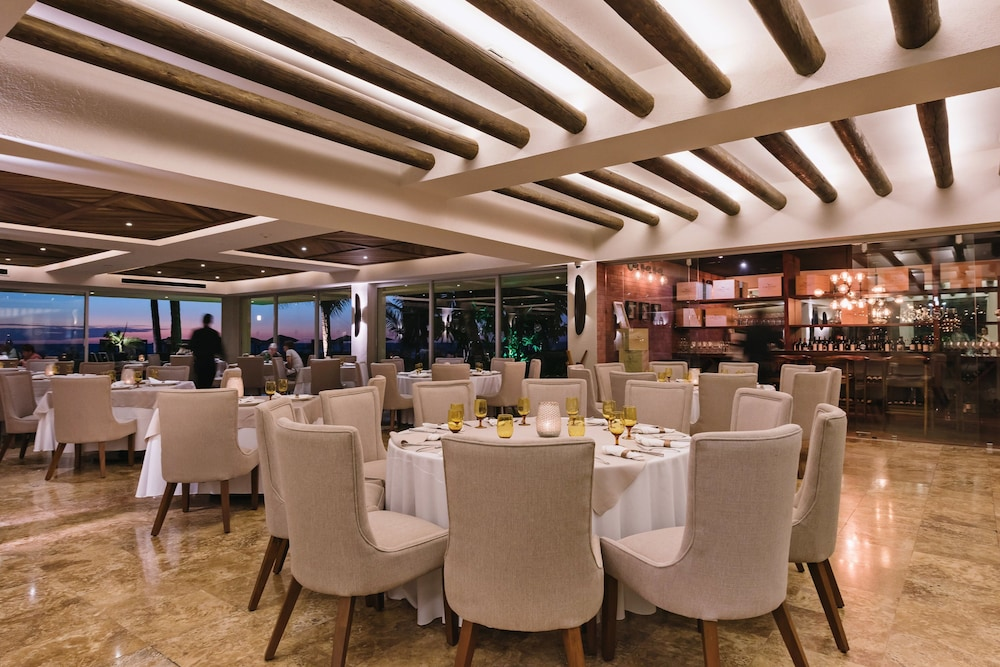 Restaurant, The Club at Sheraton Buganvilias Adults Only
