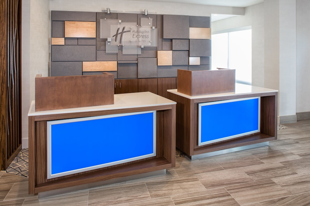 Lobby, Holiday Inn Express & Suites East Peoria - Riverfront, an IHG Hotel