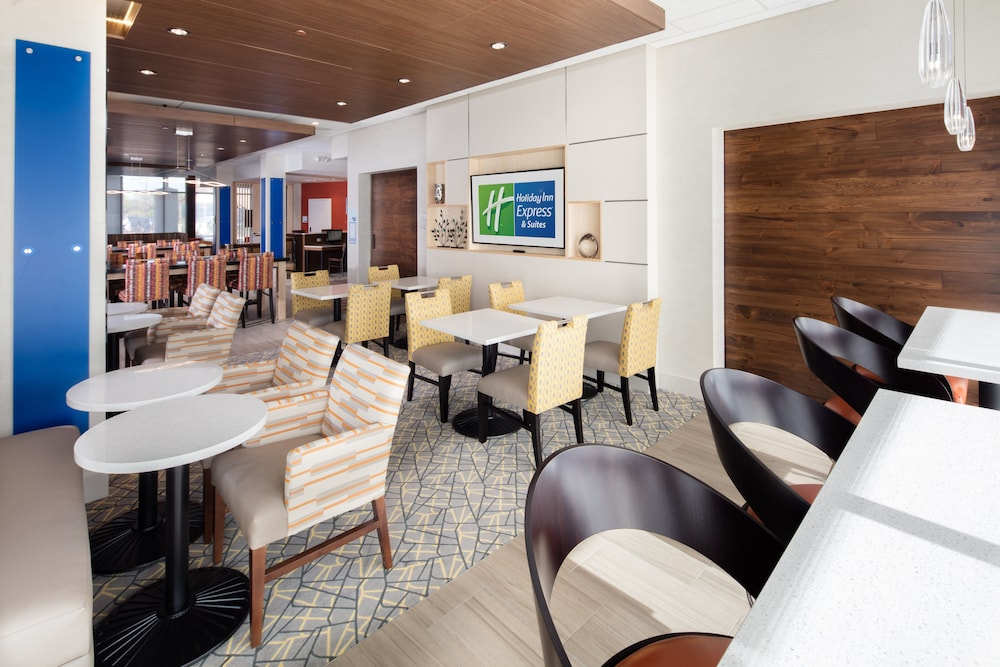 Breakfast Meal, Holiday Inn Express & Suites East Peoria - Riverfront, an IHG Hotel
