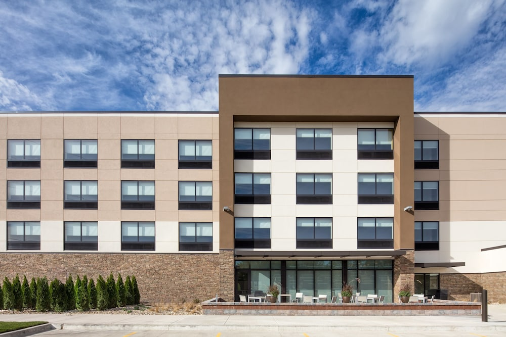 Exterior, Holiday Inn Express & Suites East Peoria - Riverfront, an IHG Hotel