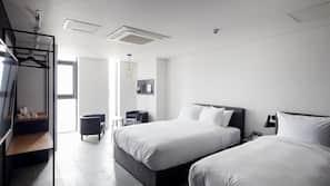 객실 내 금고, 각각 다른 스타일의 객실, 각각 다르게 가구가 비치된 객실, 책상
