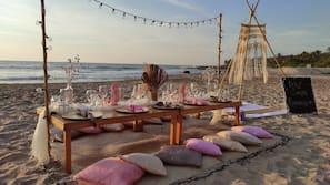 Ubicación a pie de playa, tumbonas, windsurf y kayak
