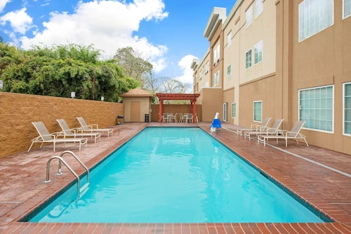 La Quinta Inn & Suites by Wyndham Lake Charles - Westlake