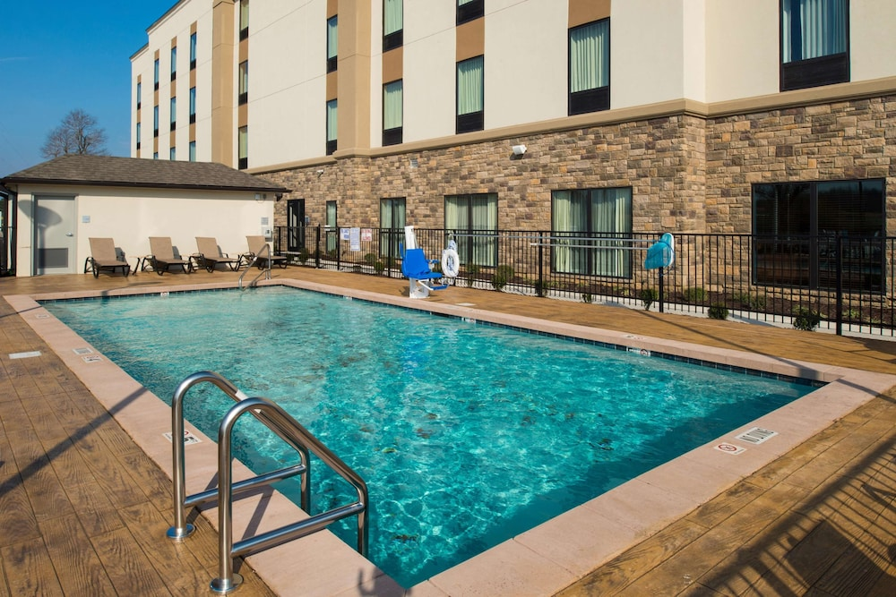Pool, Hampton Inn Paragould