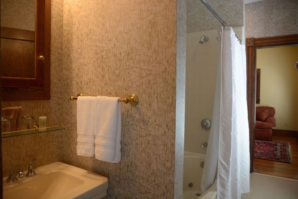 Jetted Tub, Bluff View Inn