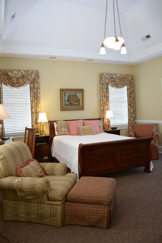 Room, Bluff View Inn