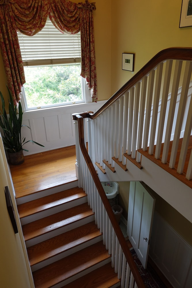 Staircase, Bluff View Inn