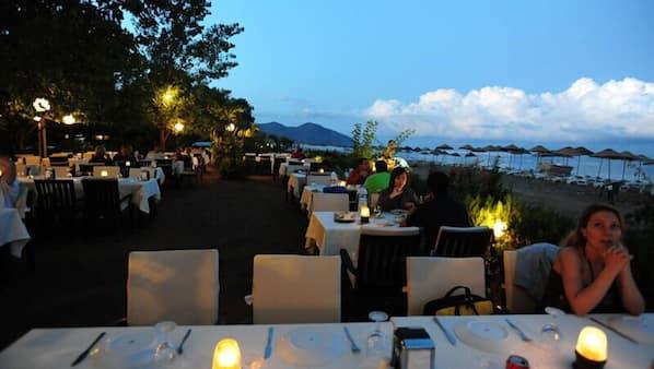 2 restaurants, breakfast, lunch and dinner served, Turkish cuisine