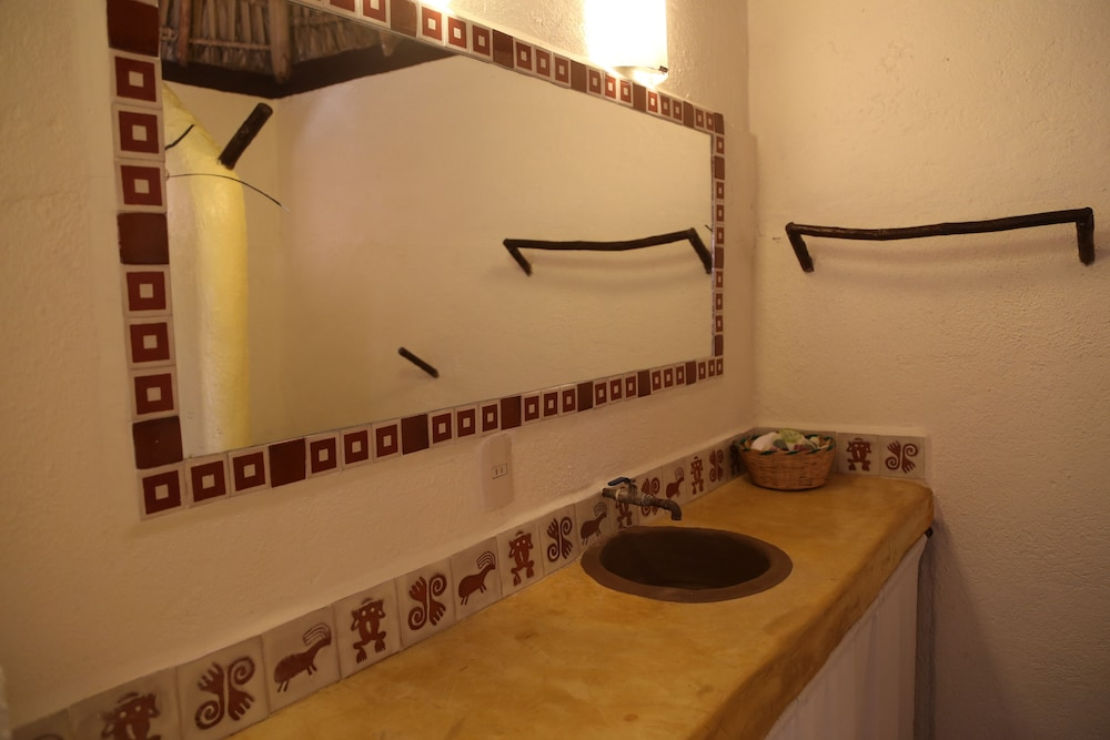 Bathroom, Bahía de la Luna