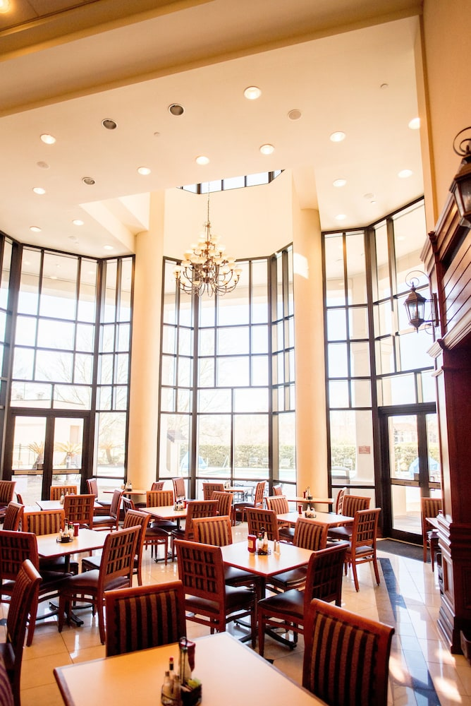 Dining, The Cook Hotel & Conference Center