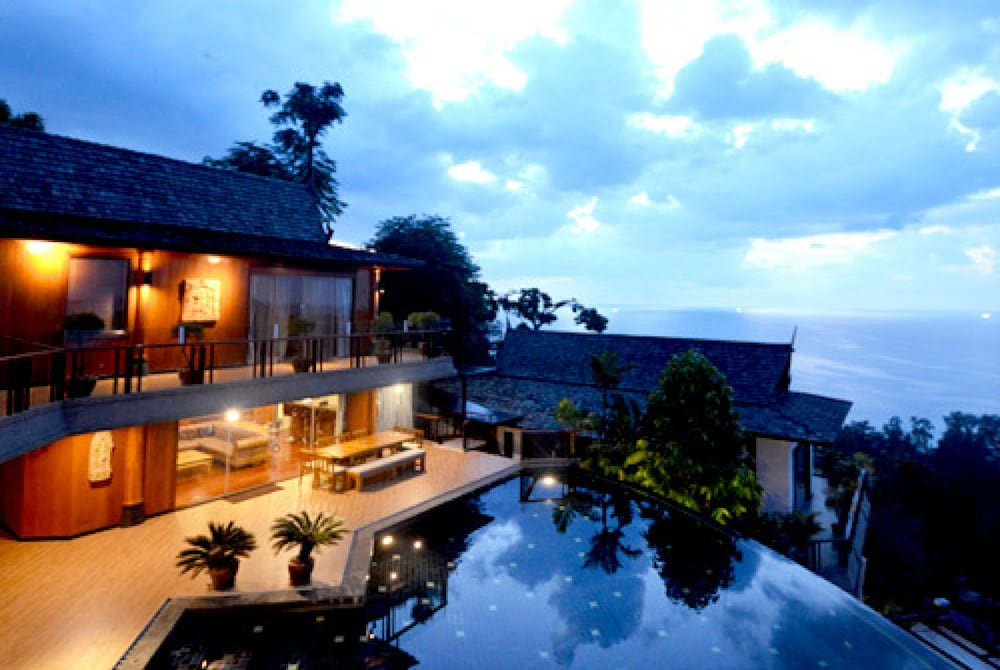 Koi signature villa 2017 pictures reviews prices for Koi pool villa