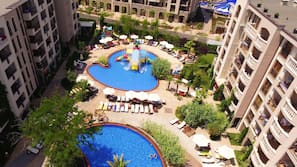 9 outdoor pools, pool umbrellas, pool loungers