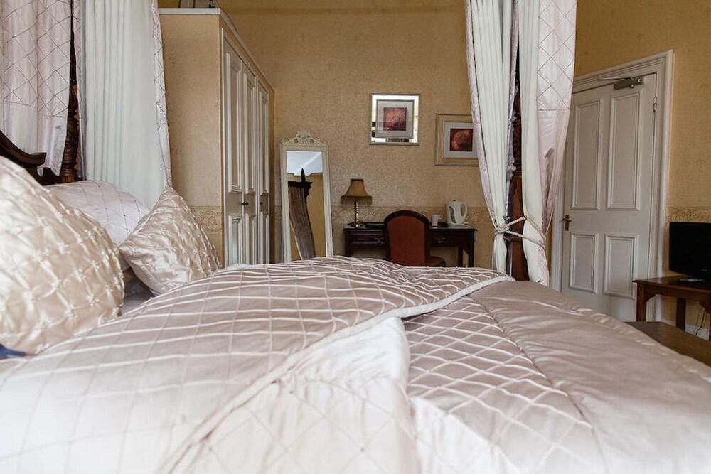 Wadenhoe House Book A Room