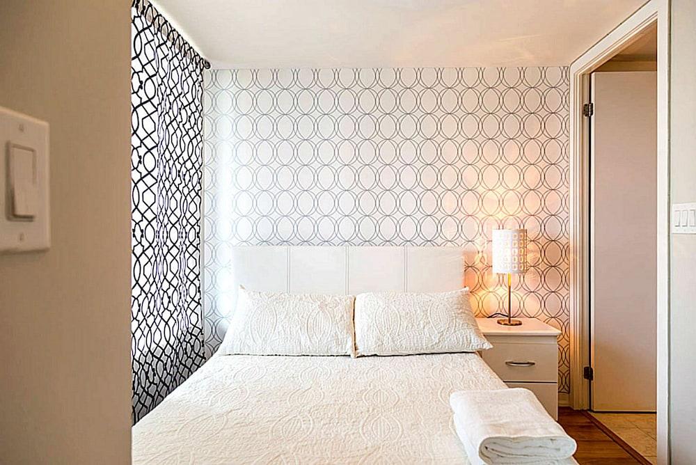 Lavish Suites New Two Bedroom Amazing Cn Tower View Toronto Hotelbewertungen