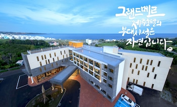 Cheju club island strip