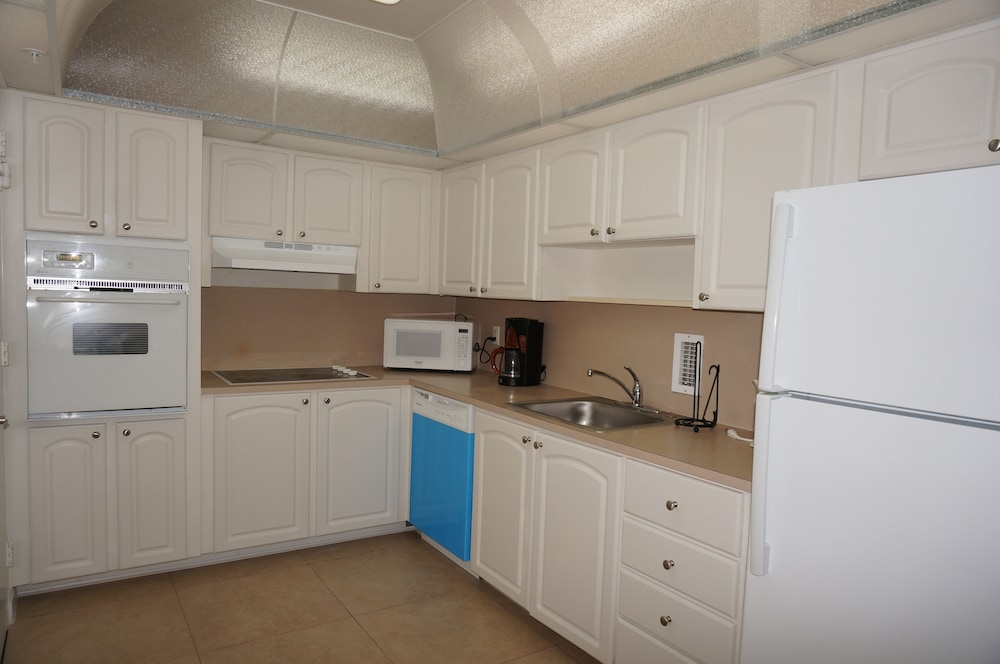 Private Kitchen, Sian Oceanfront Condos