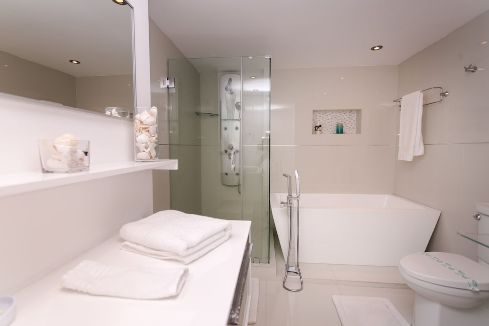 Bathroom, Sian Oceanfront Condos