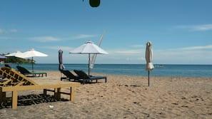 Am Strand, schwarzer Sandstrand, Sporttauchen, Schnorcheln