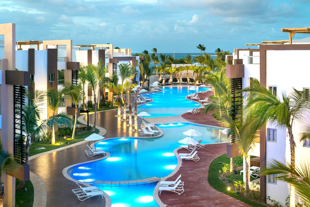Blue beach punta cana luxury resort 2018 room prices from for Vacations to punta cana