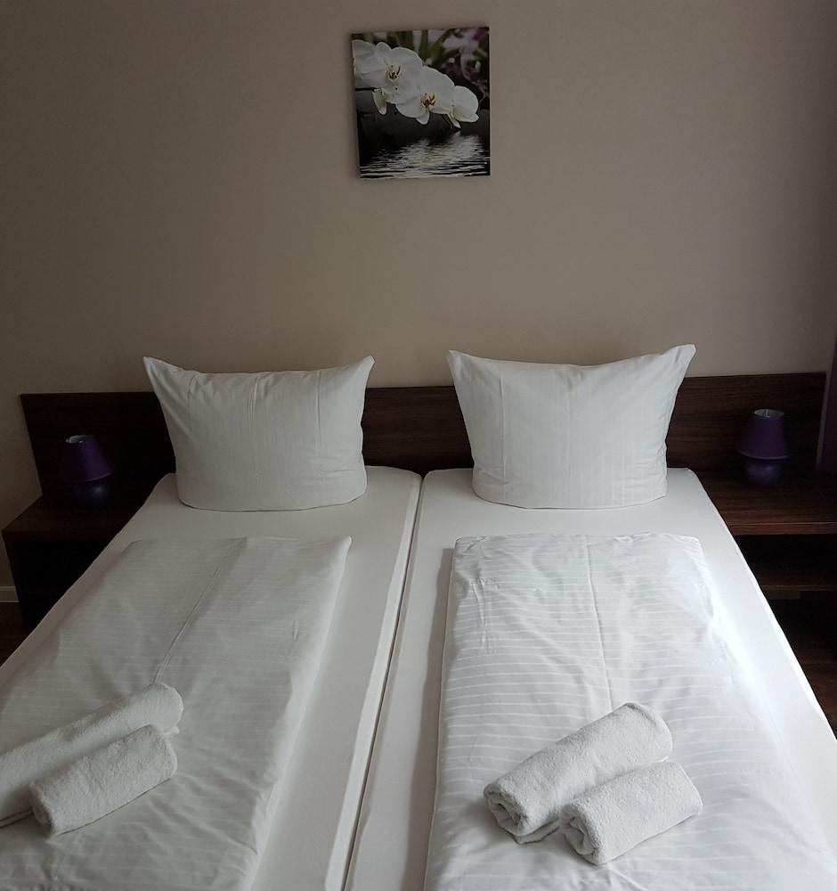 Hotel Pension Eberty Berlin