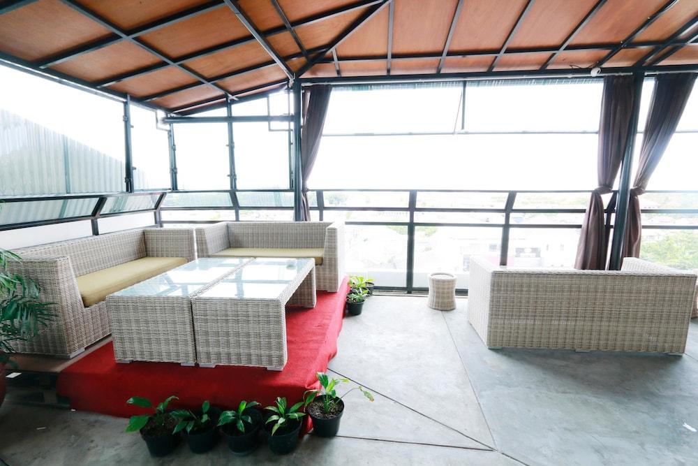 Yellow Star Hotel Gejayan In Yogyakarta Hotel Rates Reviews On