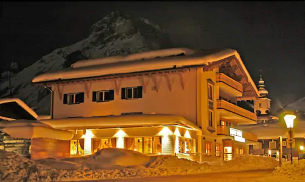 Front of Property - Evening/Night, Anthonys Alpin Hotel