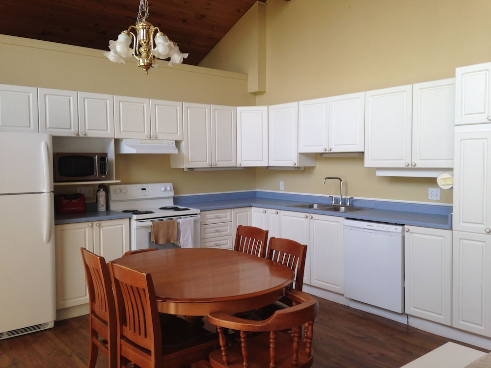 Private Kitchen, Warbler's Roost Country Inn Bed and Breakfast
