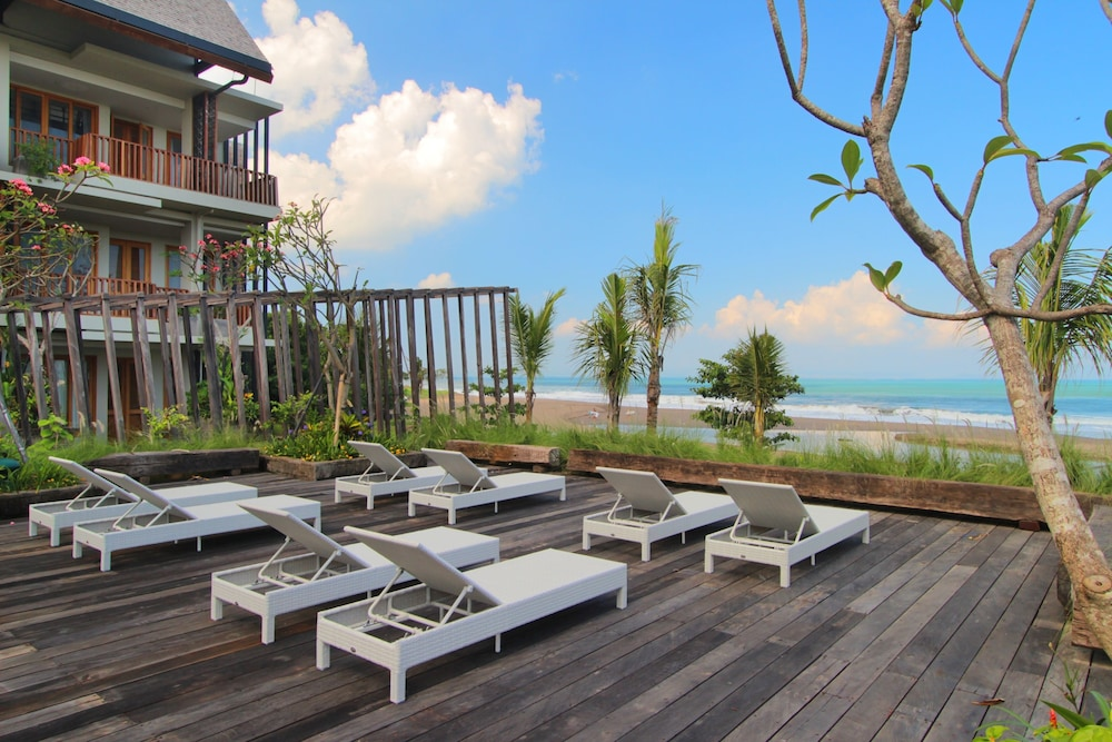 Sundeck, THE HAVEN SUITES Bali Berawa