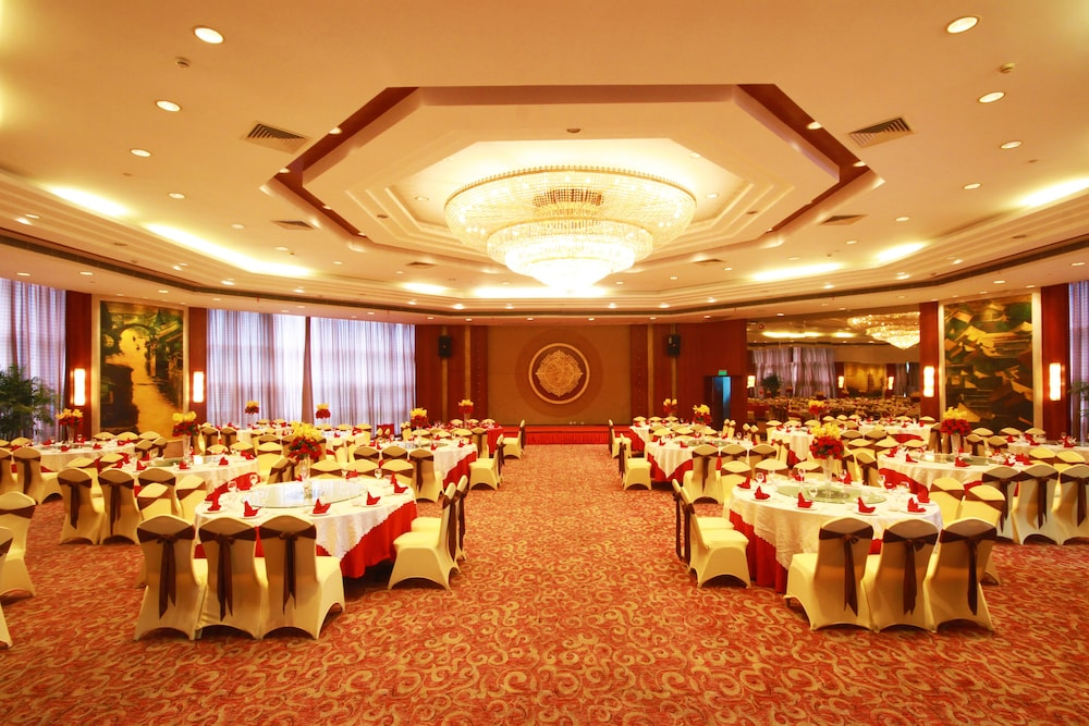 Ballroom/Hall 46 of 114