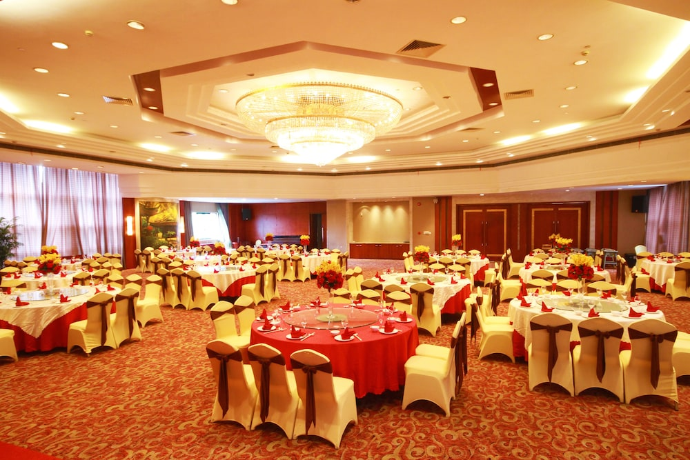 Ballroom/Hall 58 of 114