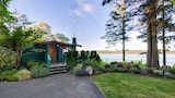 Dolphins Resort - Campbell River Hotels