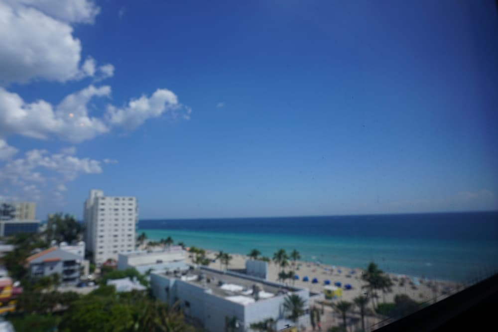 Apartments by design suites hollywood deals reviews for Design hotel hollywood florida