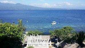 Ubicación a pie de playa, tumbonas, sombrillas y submarinismo