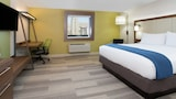 Holiday Inn Express & Suites Moore - Moore Hotels