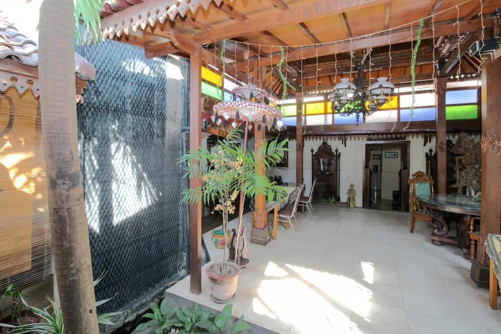 Book airy gondokusuman kepuh gk tiga yogyakarta for Terrace yogyakarta