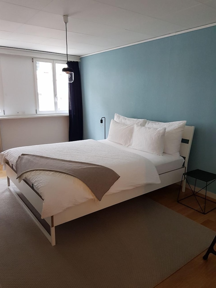 Room, Stylish Apartment in the Heart of Zug by Airhome