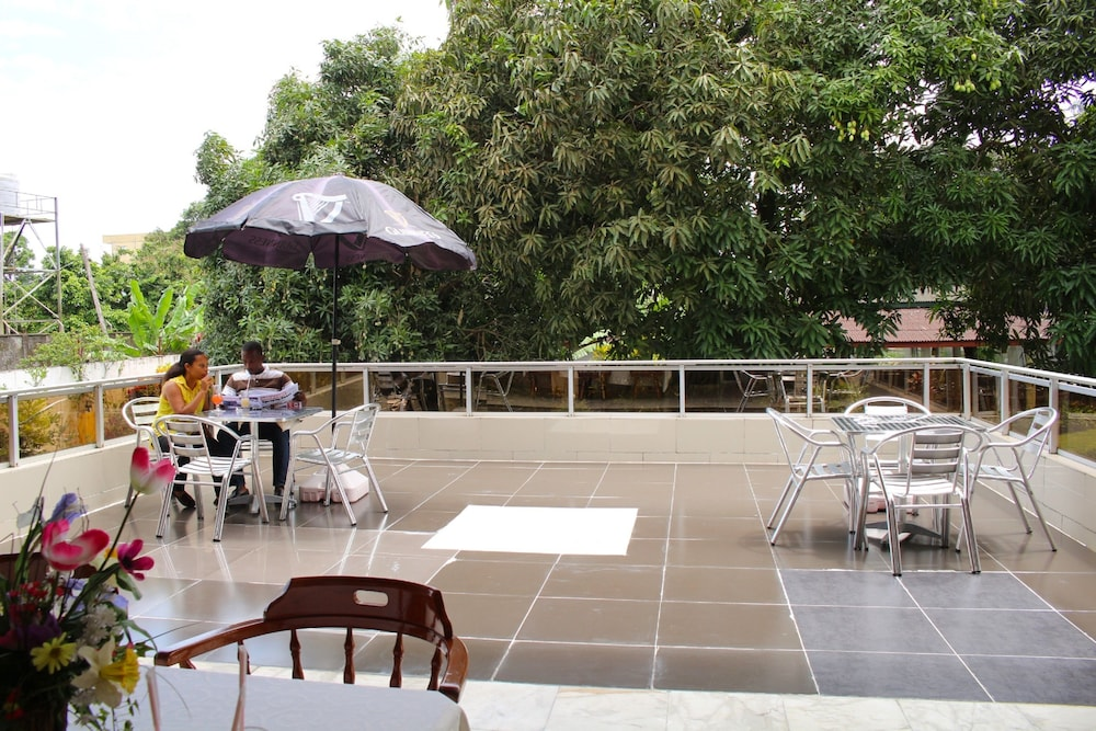 Terrace/Patio, Embassy Suites Hotels & Restaurant