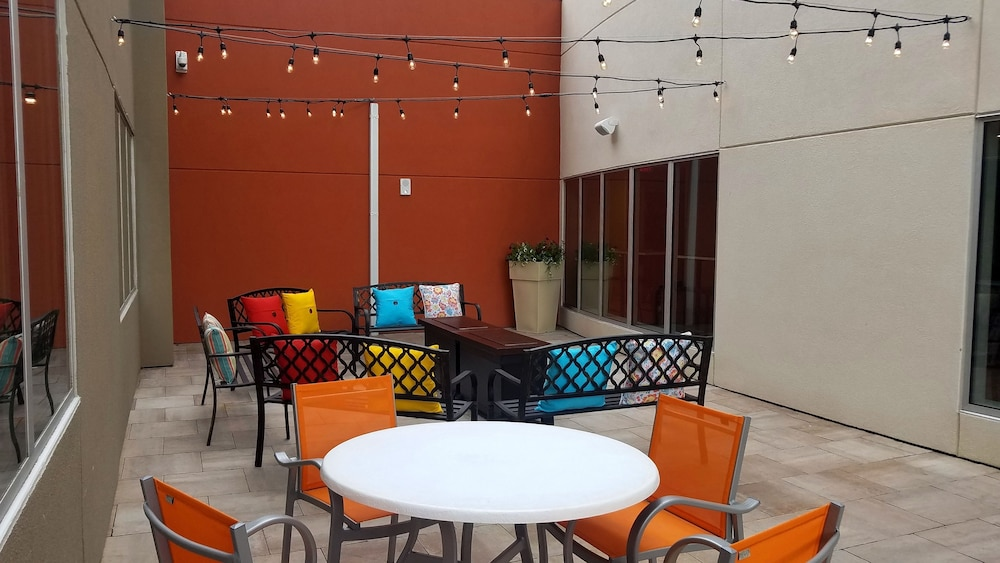 Terrace/Patio, Holiday Inn Express & Suites Kingston-Ulster, an IHG Hotel