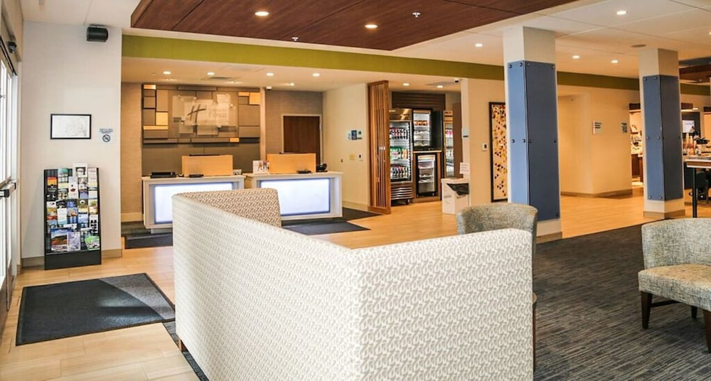 Lobby, Holiday Inn Express & Suites Kingston-Ulster, an IHG Hotel