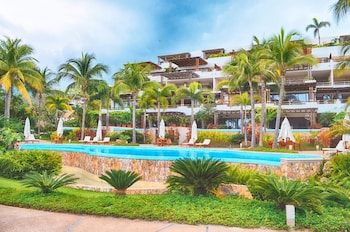 Los Veneros Beachfront Residences