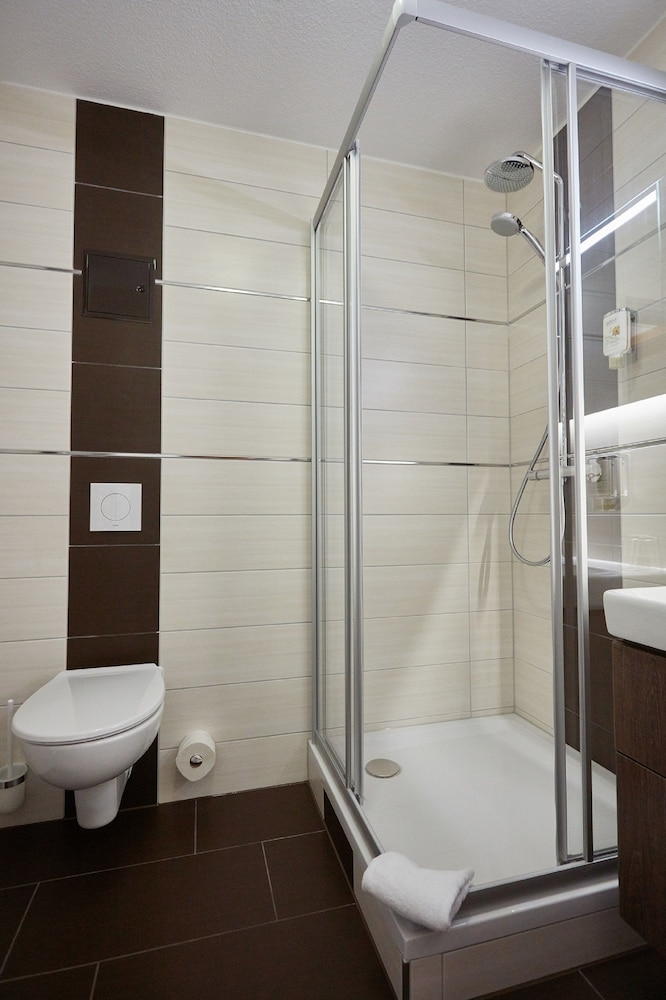Bathroom, AKZENT Hotel Acamed Resort