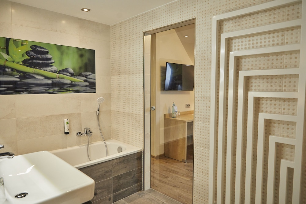 Deep Soaking Bathtub, AKZENT Hotel Acamed Resort