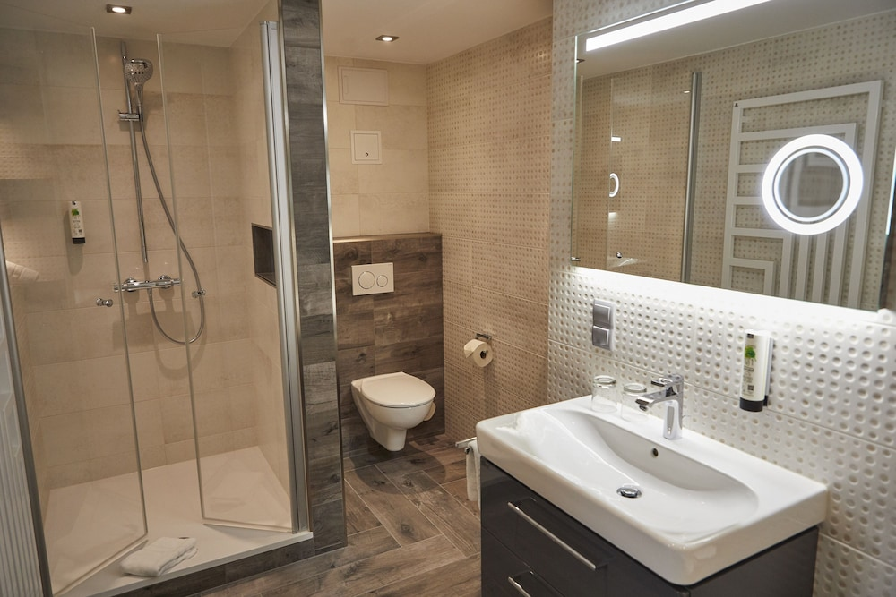 Bathroom Shower, AKZENT Hotel Acamed Resort